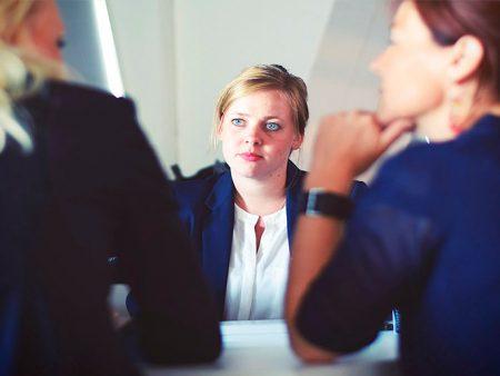 ¿Cómo deben tratar las empresas a las personas que buscan trabajo?