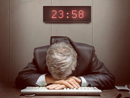 48% de los chilenos trabajan más horas de las que deberían