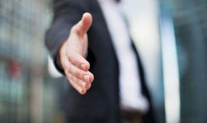 cómo y por qué es clave negociar el primer sueldo