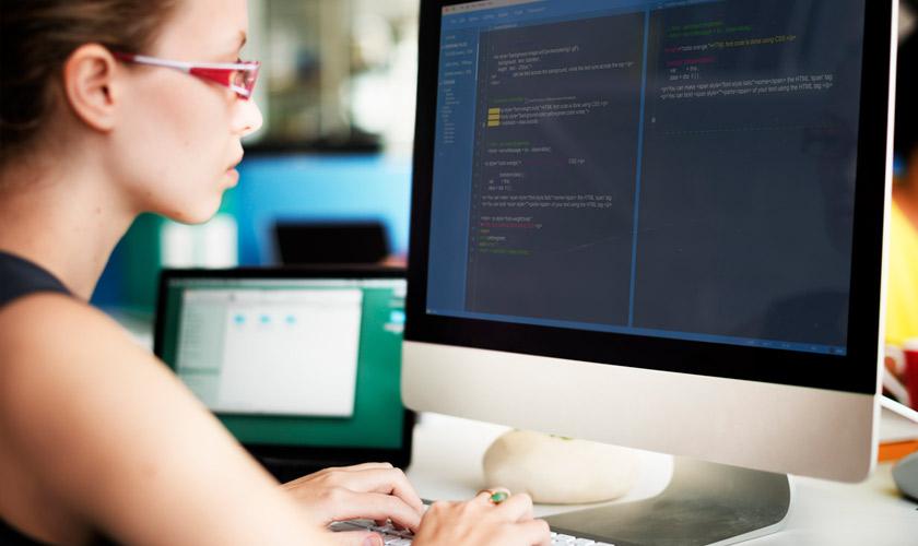 ¿Quieres aprender a programar? Aplica a estas becas para mujeres